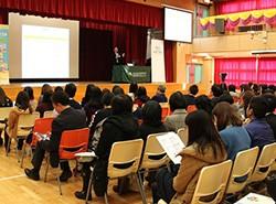 陳瑞良校長分享在課堂上如何通過提問,引起學生的學習興趣。以及怎樣善用評估,提升學生的語文能力。