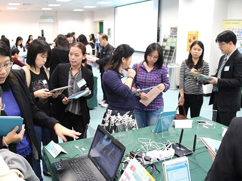 《活學中國語文》電子課本及電子教學工具冀望能幫助教師掌握電子教學的應用。